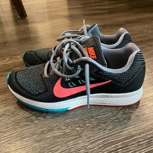 Women's Nike zoom structure 18 - like new!
